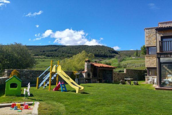 fm-exterior-barbacoa-jardin-infantil24A25216-2F36-B191-5F44-46DD8AA62189.jpg