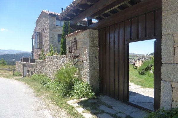 fm-exterior-porton-abierto-con-fachada-calleE1EEC393-3874-37D0-E4D6-466F90E3466D.jpg