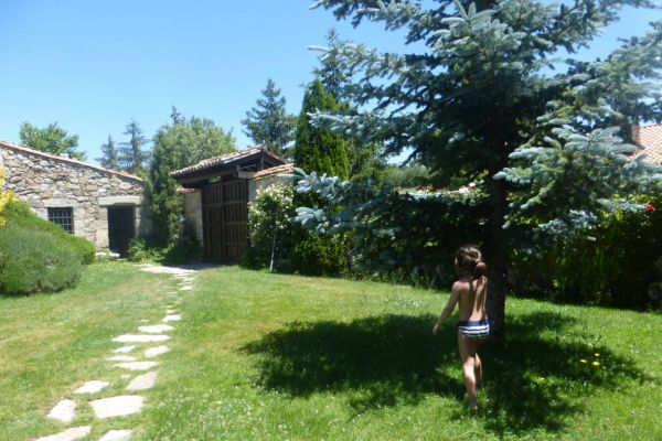 fm-exterior-jardin-entrada-vista-desde-la-casa7D870545-BA61-484F-7C15-1525ABD7536E.jpg